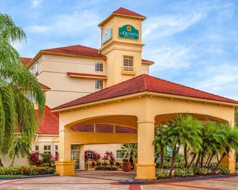 La Quinta Inn & Suites by Wyndham Lakeland West - Lakeland - Building