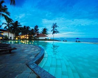 Sutra Beach Resort - Kuala Terengganu - Bể bơi