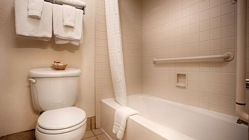 Best Western Sandman Motel - Sacramento - Bathroom