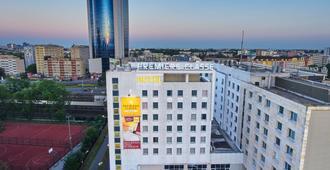 Première Classe Varsovie / Warszawa - Varsovia - Edificio