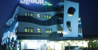Arbor Biz Hotel - מקאסר