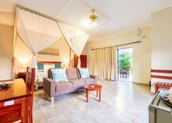 Dzimbahwe Guest Lodge - Victoria Falls - Living room