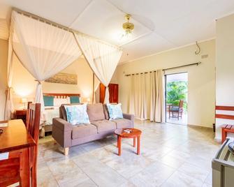 Dzimbahwe Guest Lodge - Victoria Falls - Huiskamer