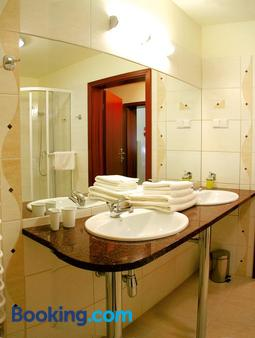 雷拉克斯健康水療酒店 - 卡爾帕奇 - 卡爾帕奇 - 浴室