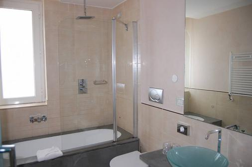 Venetia Palace Hotel - Rome - Bathroom