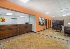 Super 8 by Wyndham Knoxville North/Powell - Powell - Lobby
