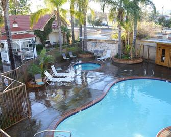 Dynasty Suites Redlands - Redlands - Pool