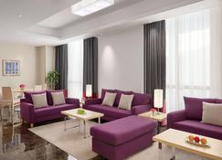 Radisson Blu Residence, Dhahran - Al Khobar - Wohnzimmer