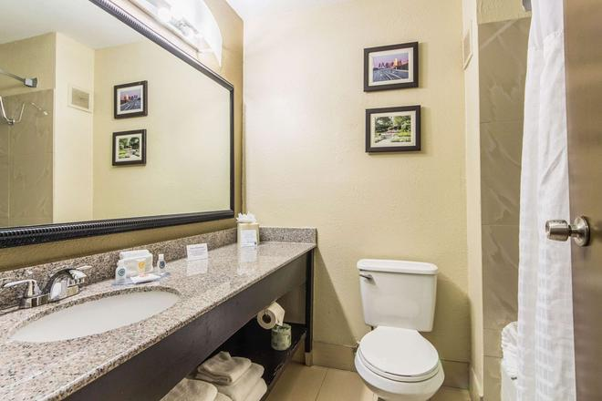Comfort Inn Dallas Park Central - Dallas - Kylpyhuone