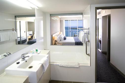 Mantra Twin Towns Coolangatta - Coolangatta - Bathroom