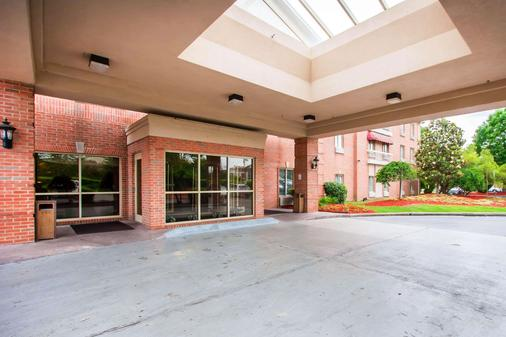 Quality Inn & Suites - Germantown - Building