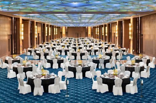 The Leela Ambience Convention Hotel, Delhi - New Delhi - Banquet hall