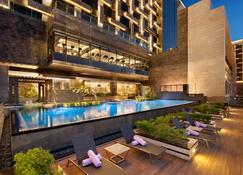 The Leela Ambience Convention Hotel Delhi - New Delhi - Pool