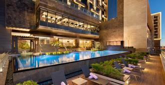 新德里利拉格調會議酒店 - 新德里 - 新德里 - 游泳池