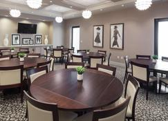 Holiday Inn Hotel & Suites Davenport - Davenport - Restaurant