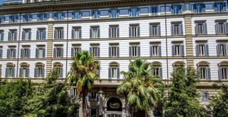 Hotel Savoy - Rome - Building