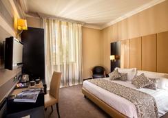 Hotel Savoy - Rome - Bedroom