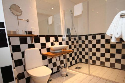 Clarion Hotel Wisby - Visby - Bathroom