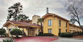La Quinta Inn by Wyndham Savannah Midtown - Savannah - Edifício