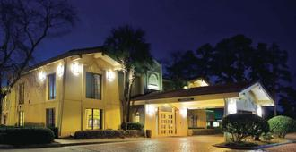 La Quinta Inn by Wyndham Savannah Midtown - Savannah - Byggnad