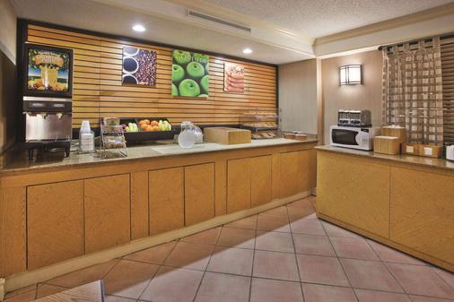 La Quinta Inn Savannah Midtown - Savannah - Buffet