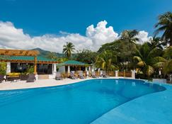 Paraiso Rainforest and Beach Hotel - Omoa - Piscina
