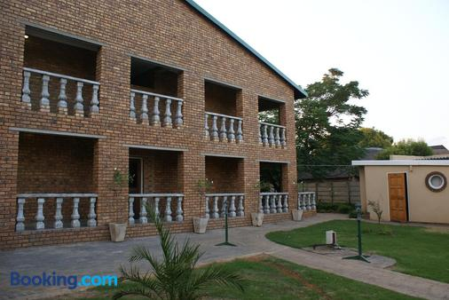 Airport Inn Bed And Breakfast - Kempton Park - Building