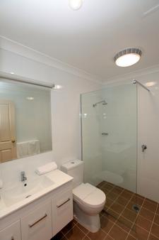 Best Western Ambassador Inn - Wagga Wagga - Bathroom