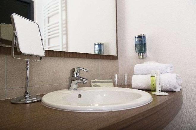 Brit Hotel Toulouse Colomiers - L'esplanade - Colomiers - Bathroom