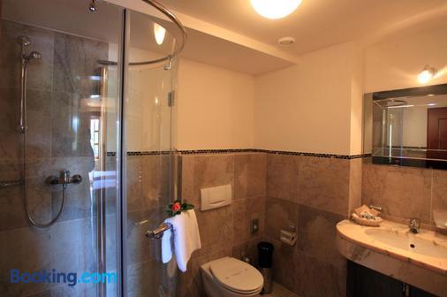 Romantic Hotel Mlyn Karlstejn - Karlstejn - Bathroom
