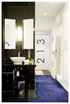 Room Mate Mario - Madrid - Bathroom
