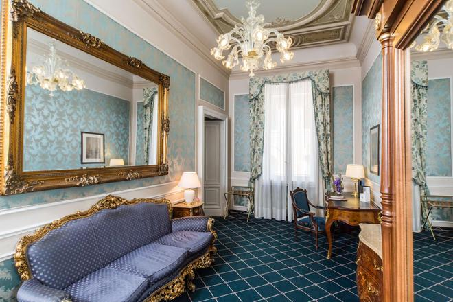 Hotel Bristol Palace - Genoa - Living room
