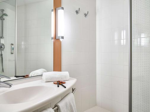 Ibis Barcelona Centro - Barcelona - Bathroom