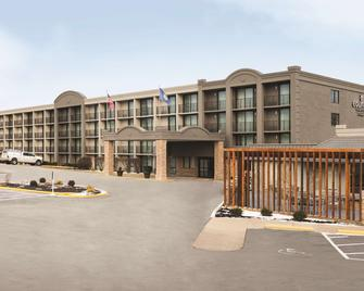 Country Inn & Suites by Radisson Erlanger, KY - Erlanger - Building