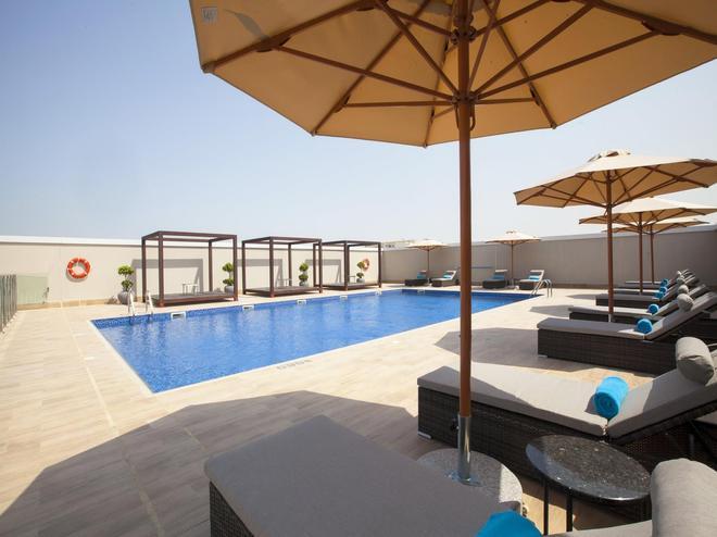 Flora Inn Hotel Dubai Airport - Dubai - Pool