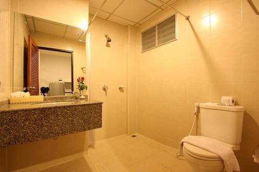 Baramee Hip Hotel - Patong - Bathroom