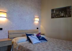 Sinequaroma - Casal Palocco - Bedroom