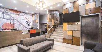 La Quinta Inn & Suites by Wyndham Brooklyn Downtown - ברוקלין - דלפק קבלה