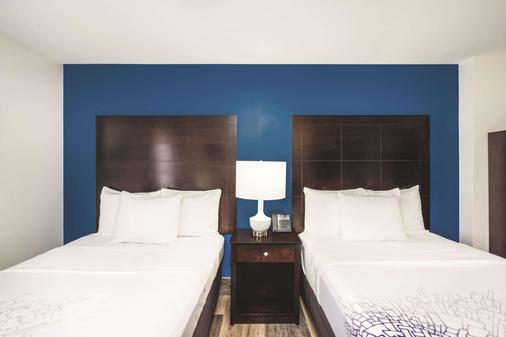 La Quinta Inn Suites by Wyndham Brooklyn Downtown - Brooklyn - Bedroom