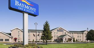 Baymont by Wyndham Mackinaw City - Mackinaw City - Building