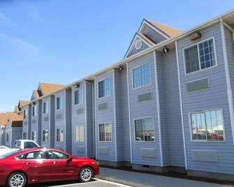 Quality Inn and Suites near NAS Fallon - Fallon - Building