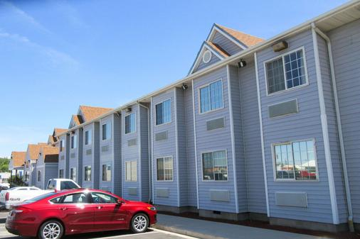 Quality Inn and Suites Fallon - Fallon - Building