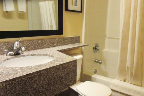 Quality Inn and Suites Fallon - Fallon - Bathroom