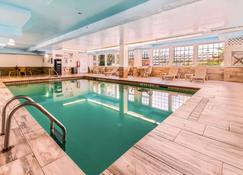 Quality Inn and Suites Beachfront - Galveston - Pool