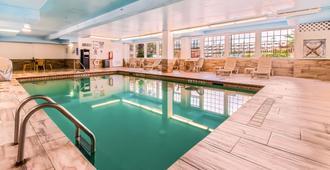 Quality Inn and Suites Beachfront - Galveston - Pool
