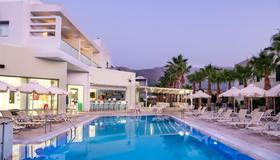 Angela Suites Boutique Hotel - Agios Nikolaos - Pool
