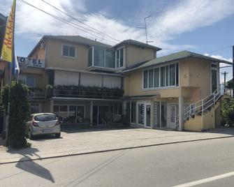 Hotel Djerdan - Kraljevo - Building