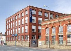 Travelodge Preston Central - Preston - Building