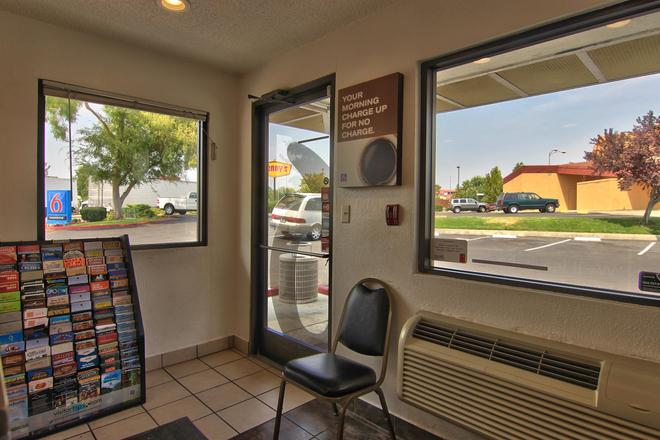 Motel 6 Sacramento North - Sacramento - Balcón