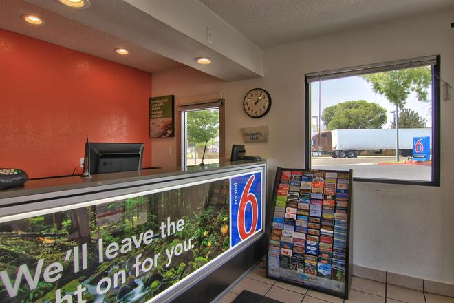 Motel 6 Sacramento North - Sacramento - Recepción